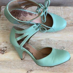 Mint Vintage Heels